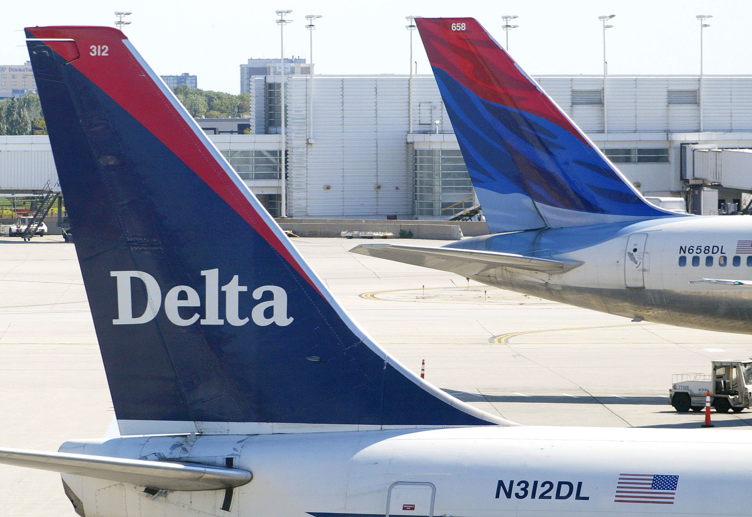 Delta Plane Dumps Fuel Over Lake Michigan